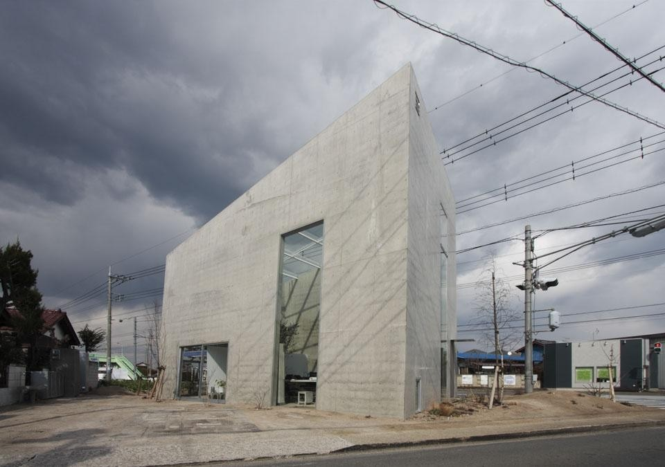 Three basic materials  make up this small, 61.93-square-metre building: earth, concrete and glass.