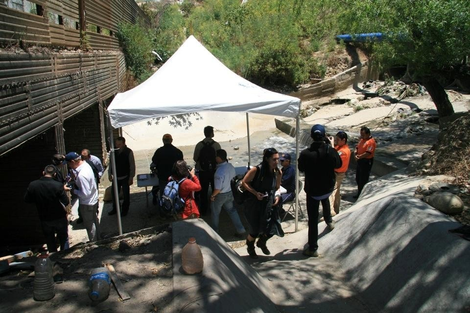 The audience reaches the Mexican Immigration officers who had set an improvised tent on the South side of the drain inside Mexican territory. From Political Equator 3: Border-Drain-Crossing, June 4. Photo by Cynthia Hooper.