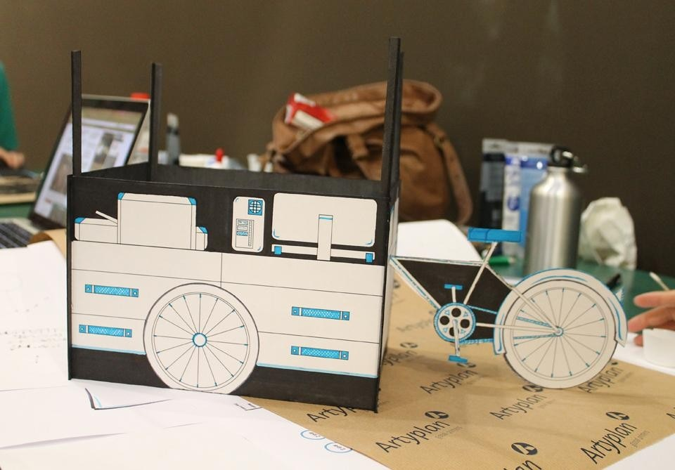Among the first proposals for a museum on wheels.