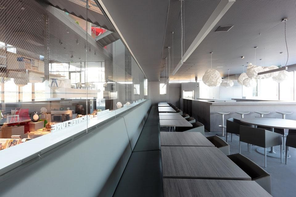 The MIA restaurant, run by Pascal Sanchez, has a central counter in Beton Lège concrete