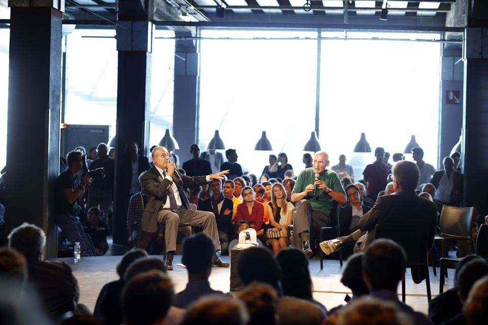 A discussion with Rem Koolhaas and Bordeaux mayor Alain Juppe. Photo by Rodolph Escher