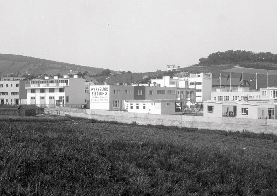 View of the Werkbundsiedlung from the south, with the Rote Berg in the background, 1932. Photo by Martin Gerlach jun. © Wien Museum