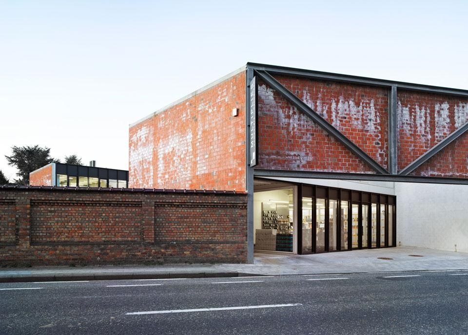 The architects use a giant truss
