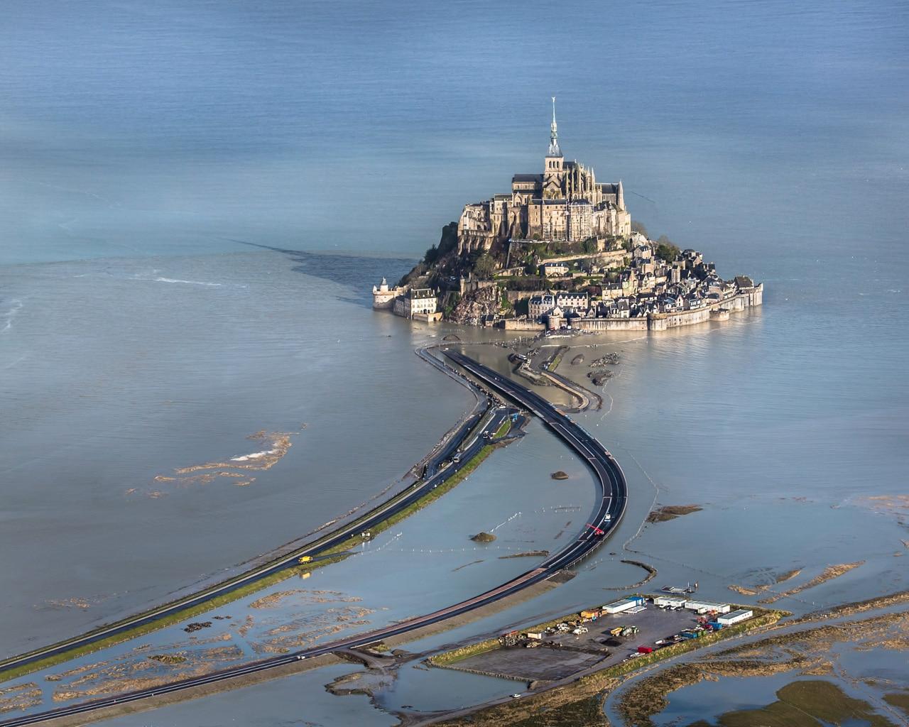 A walk above the tide - Mont saint michel travaux ...
