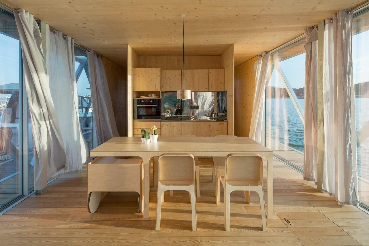 La casa galleggiante domus for Un mezzo galleggiante