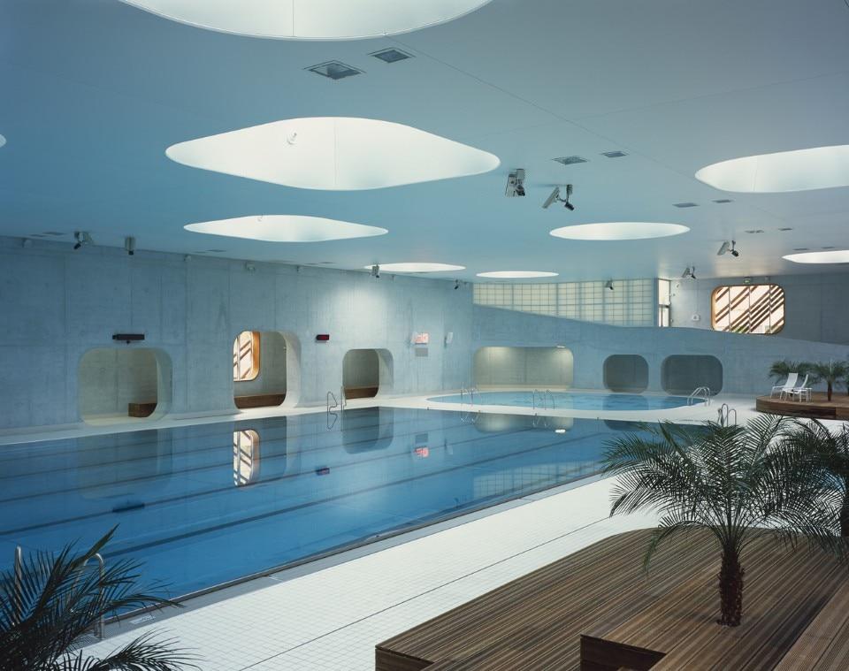feng shui swimming pool domus. Black Bedroom Furniture Sets. Home Design Ideas