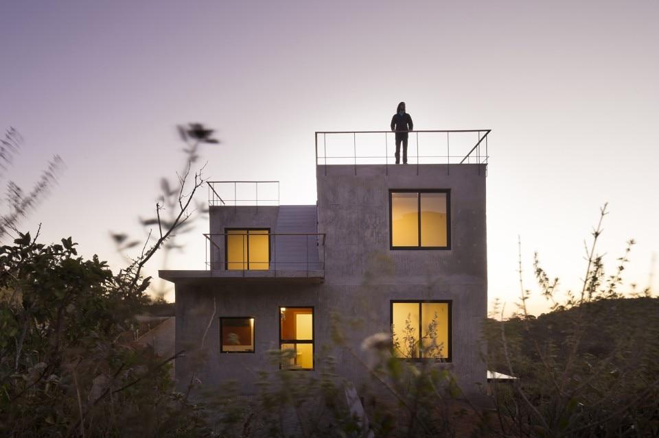 Tuffo panoramico domus for Sotto i piani di casa di 2000 piedi quadrati