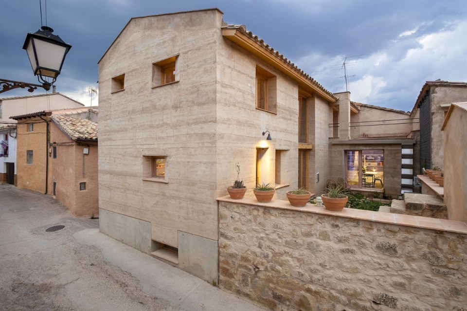 Edra Arquitectura km0, Rammed Earth House, Ayerbe, Spagna, 2014