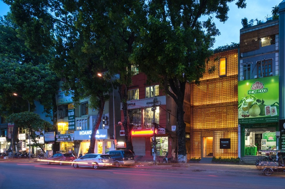 Vo Trong Nghia Architects and Takashi Niwa, The Lantern showroom, Dong Da, Hanoi, Vietnam, 2016