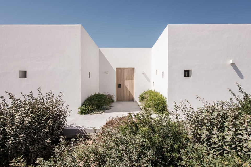 Vois Architects, Horizon house, Antiparos island, Greece, 2016. Photo Athina Souli