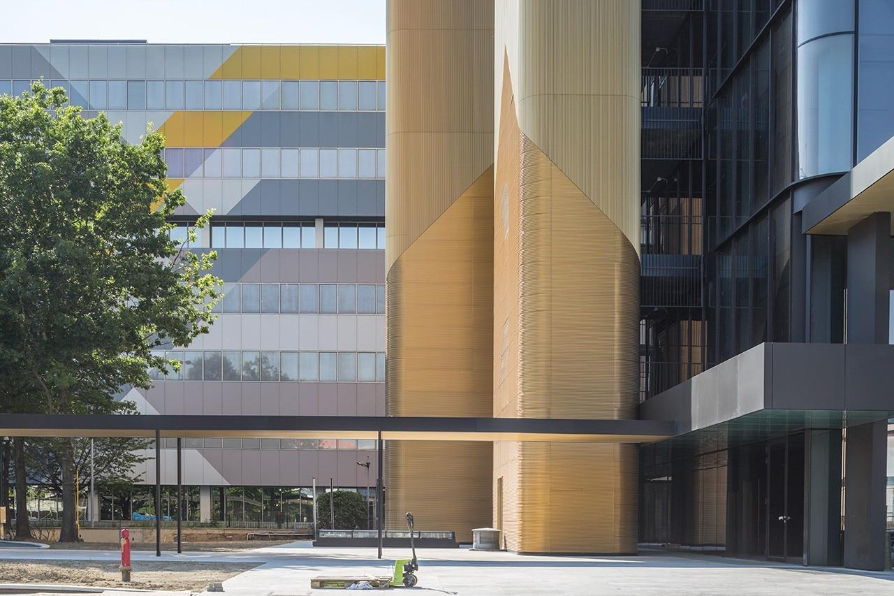 Scandurra studio completa un complesso di uffici a milano for Uffici attrezzati milano