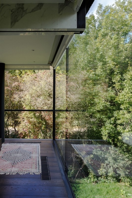 Glass Villa on the lake by Mecanoo