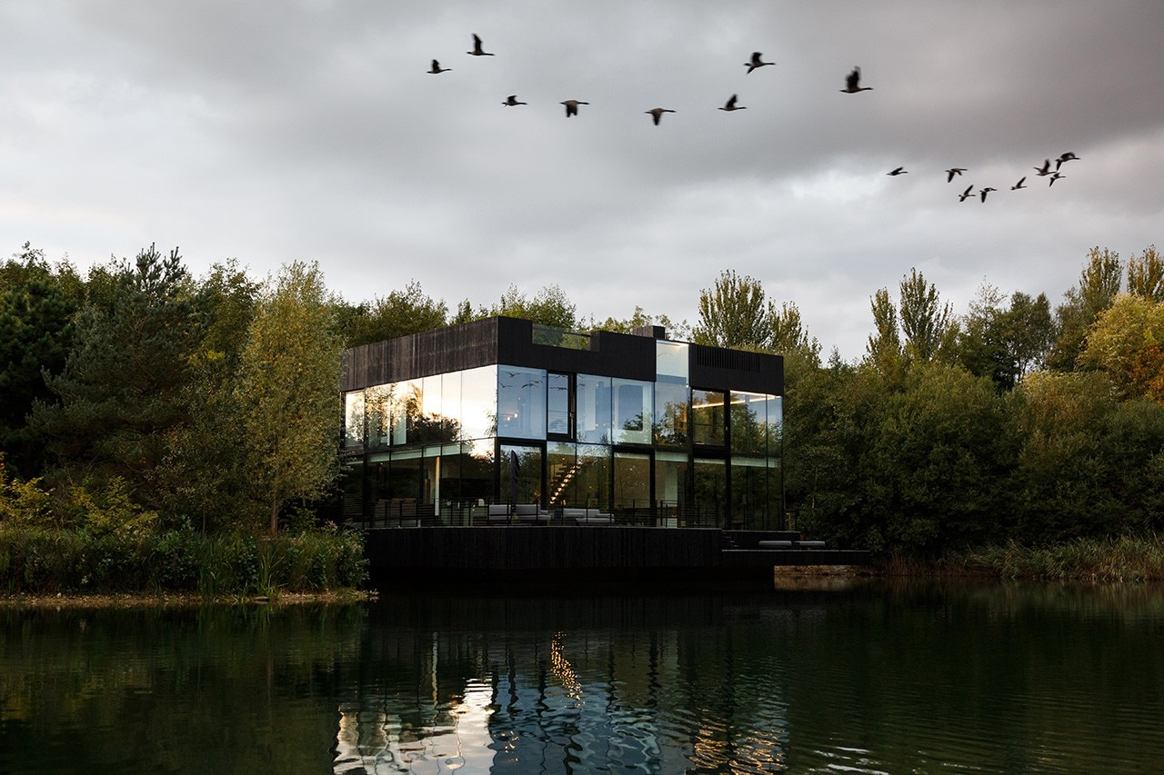 Mecanoo S Glass Villa Bridges Land And Water Domus