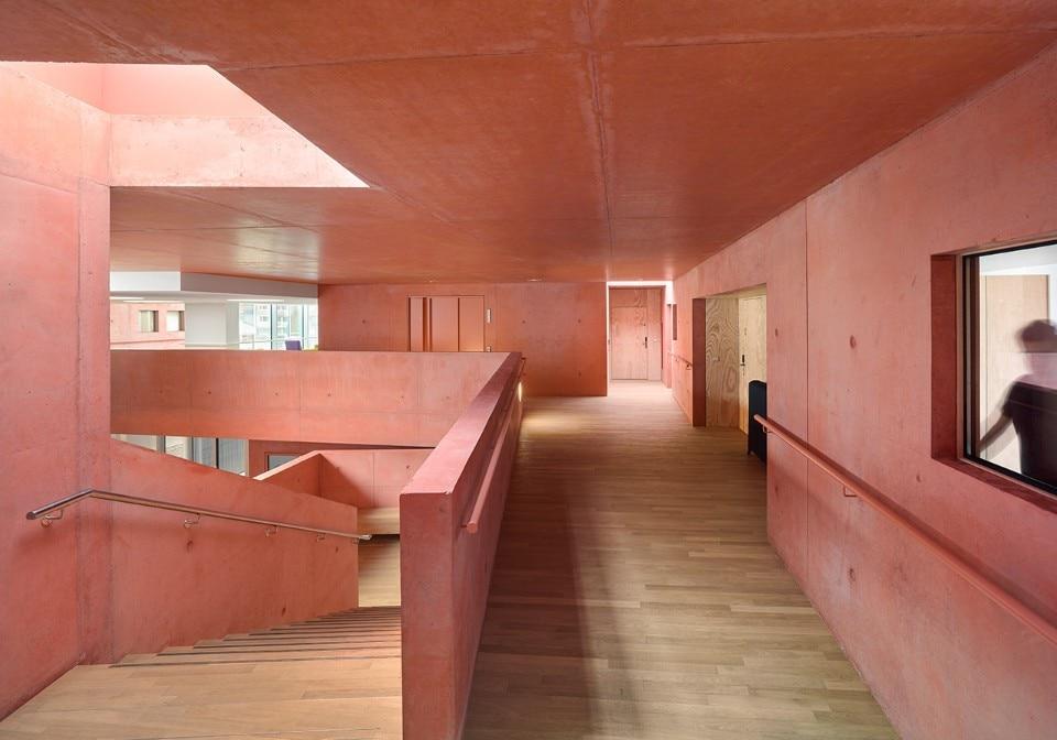 https://www.domusweb.it/content/dam/domusweb/en/architecture/gallery/2018/09/19/alsace-the-interiors-of-a-craft-brick-elderly-housing-along-the-rhine/gallery/domus-coulon-elderly-16.jpg.foto.rmedium.jpg