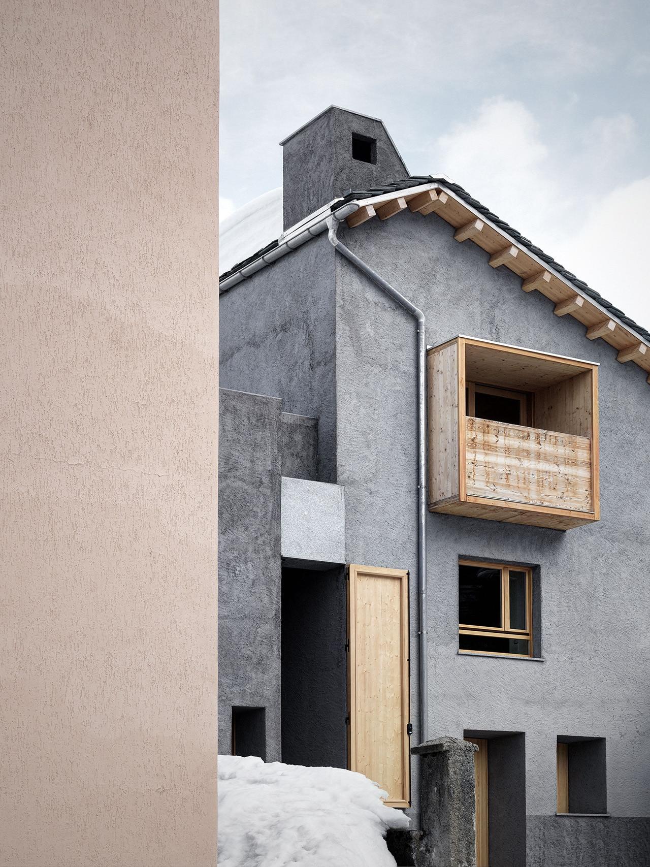 Esarch usa legno di abete e intonaco rustico grigio per for Intonaco rustico