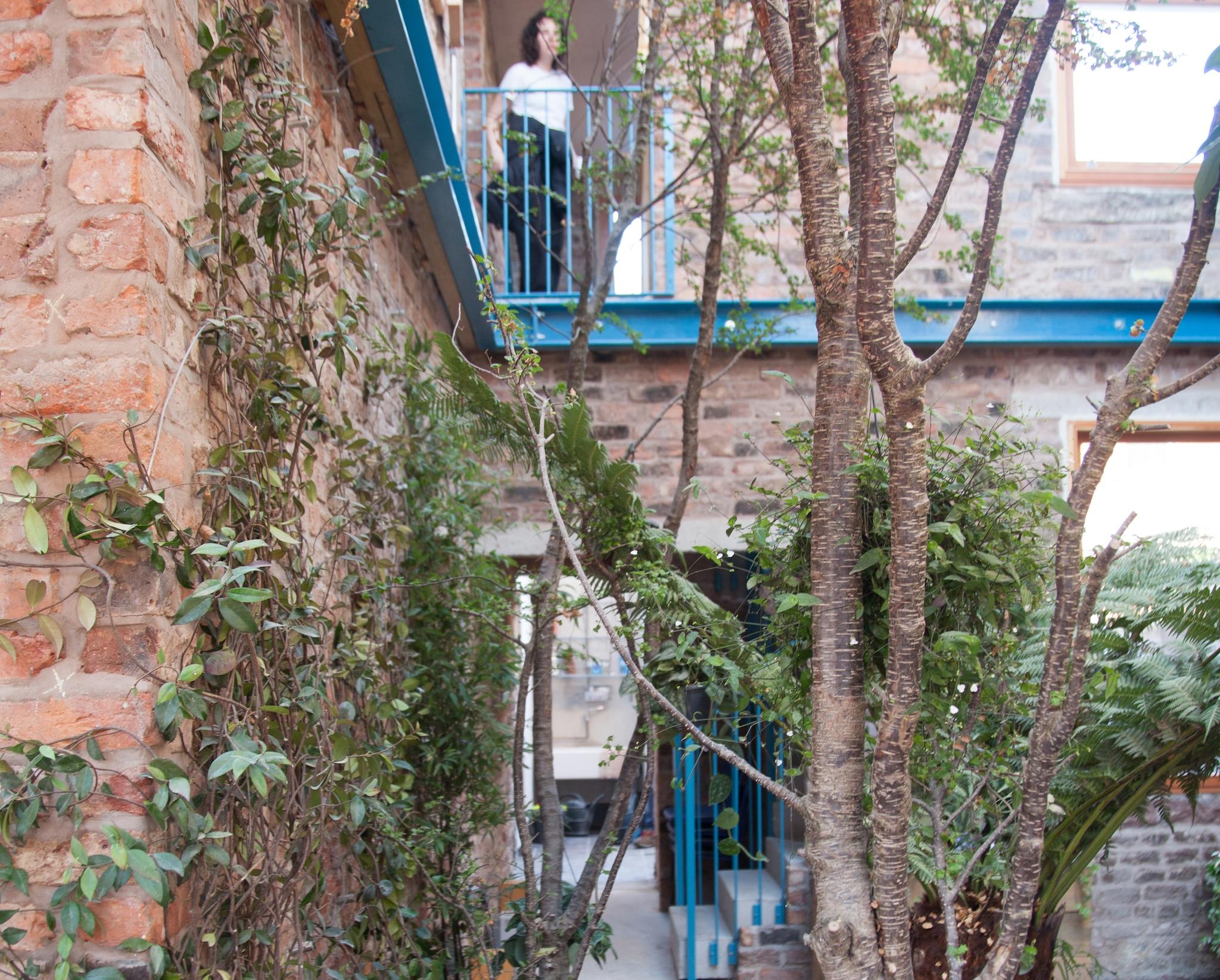 Giardino Di Una Casa assemble crea un 'giardino segreto' in una residenza