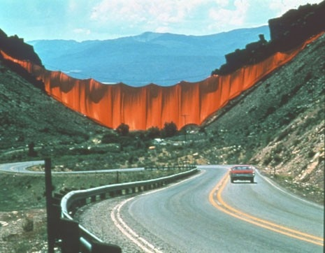 hristo and Jeanne-Claude, Valley Curtain,  1970-72, Rifle, Colorado - domus