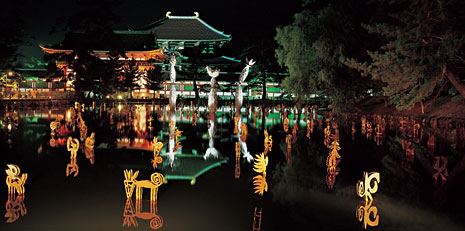 The installation The Three Magic Flowers of Jitchu on Lake Kagami of the Japanese Nara, 2004: hundreds of steel sculptures spread on the lake facing the main temple of Todaiji, with the oldest wooden structure in the world
