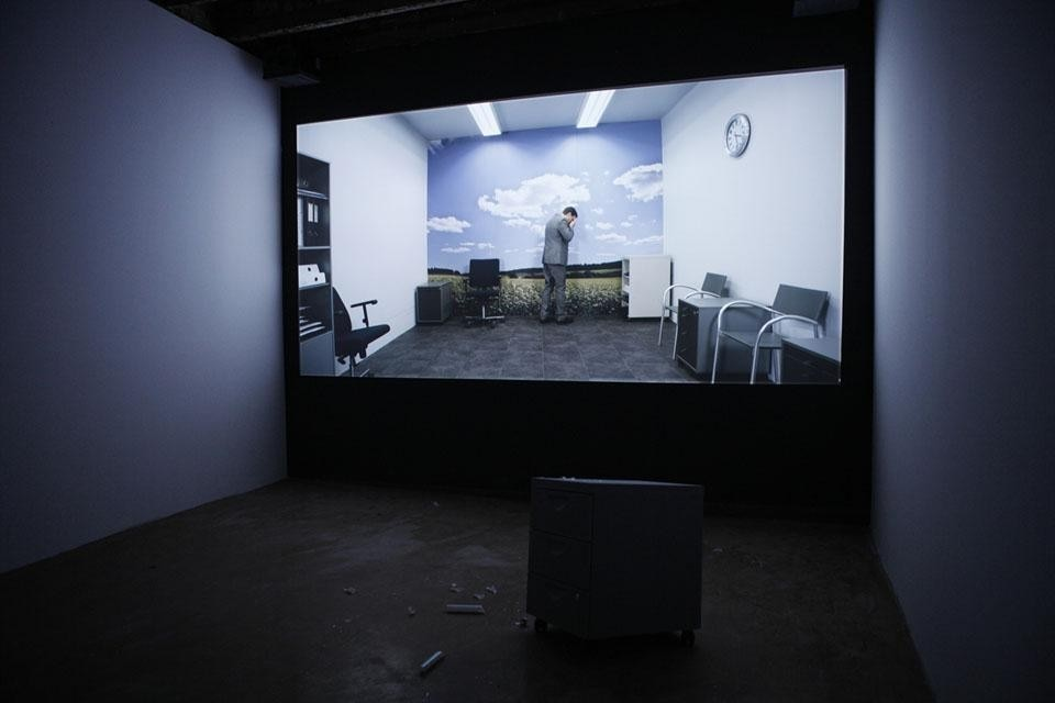 Adel Abidin, Consumption of war, video projection