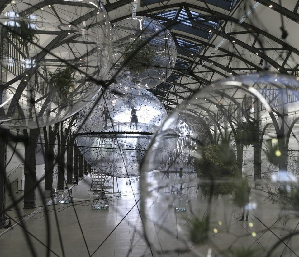 Tomás Saraceno, <i>Cloud Cities,</i> 2011. View of the installation at Hamburger Bahnhof. Photo Tomás Saraceno.