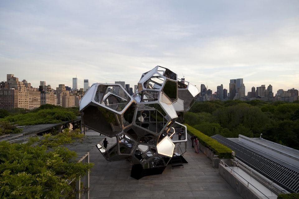 Tomás Saraceno, <em>Cloud City</em> installation on the roof of the Metropolitan Museum. Photo by Tomás Saraceno