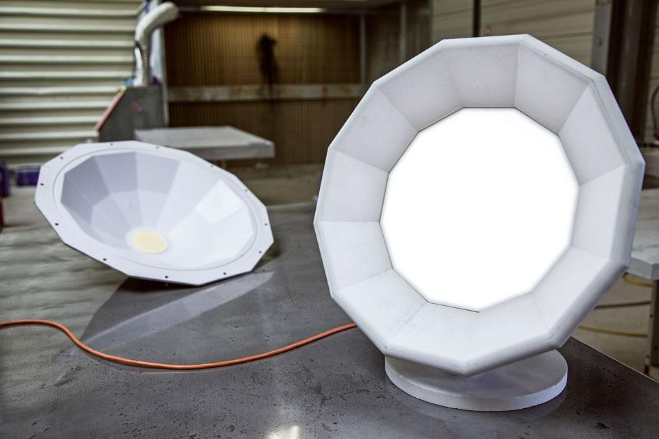 The lamp (weighing