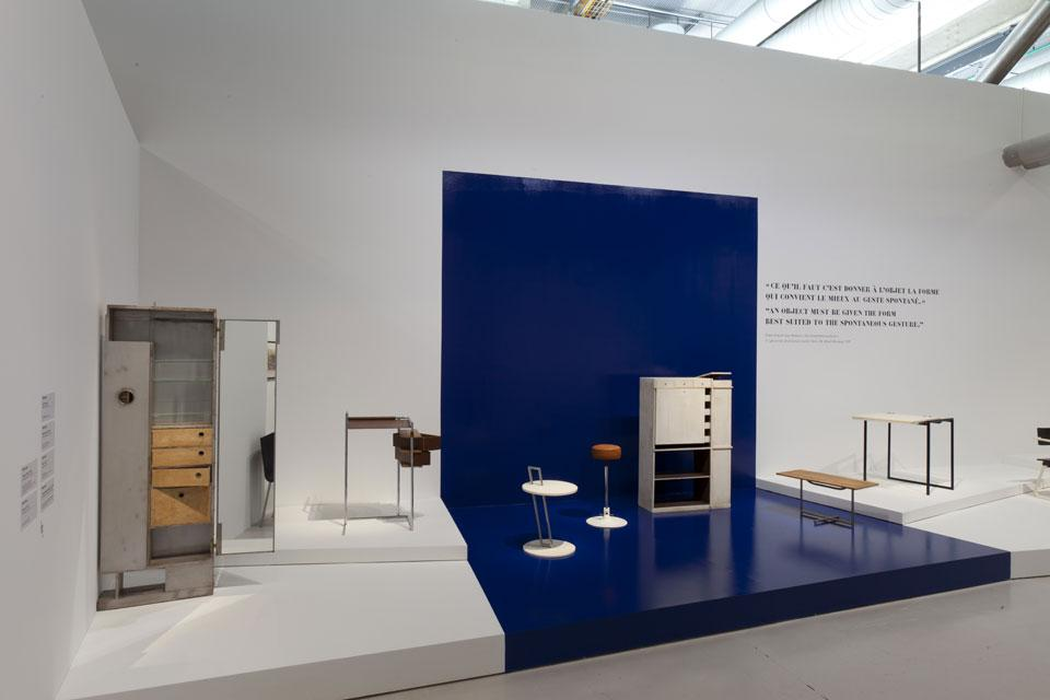 Exhibition Stand White : Eileen gray at the centre pompidou