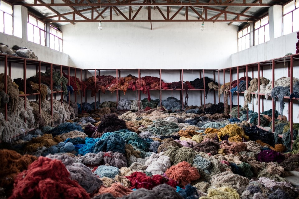 Nada debs interlaced carpets on show at dubai design week - Domus decor dubai ...