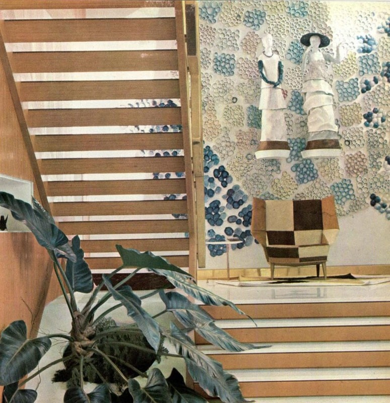 The interior staircase located between the living-room and the patio. The ceramic cladding of the patio penetrates into the staircase space. The two ceramic statues are by Fausto Melotti