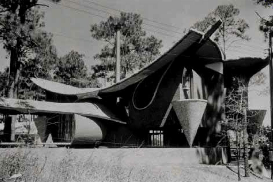 W.C. Gryder House, Ocean Springs (Mississippi), 1960. The geometric composition of the House sees circular lines overlapping and tracing an almond-shaped plan. Inserts of overturned cones stand at the corners forming balconies