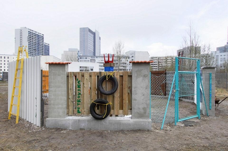 Installation view of <i>Over and Over</i>, 2008. During the Berlin Biennale the artist tried to get people to bond and connect with each other by building an enclosure at the Skulturenpark.