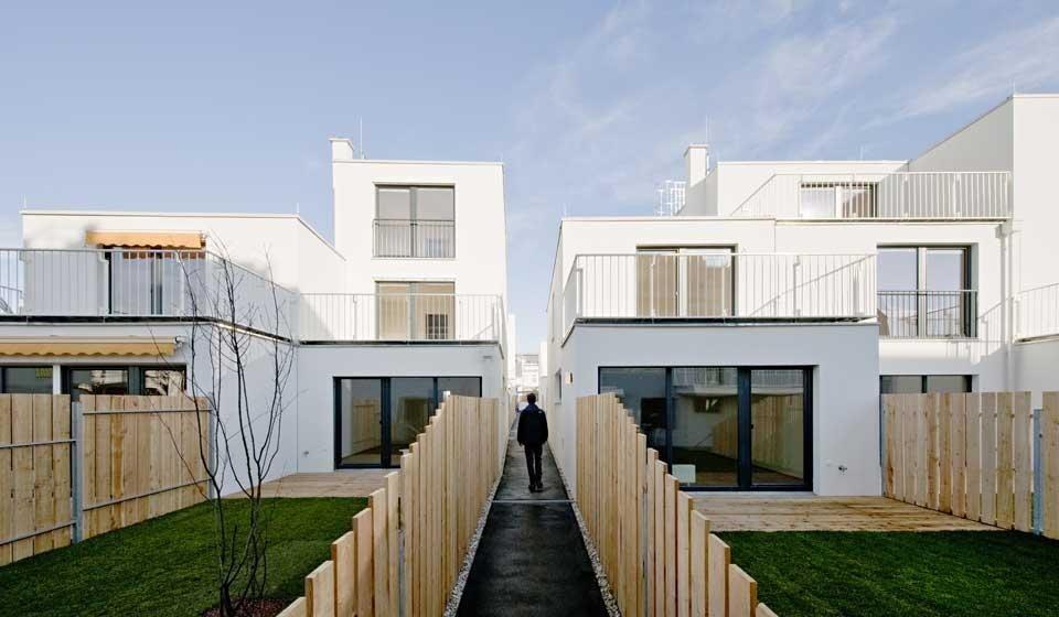 sue architekten housing complex domus. Black Bedroom Furniture Sets. Home Design Ideas