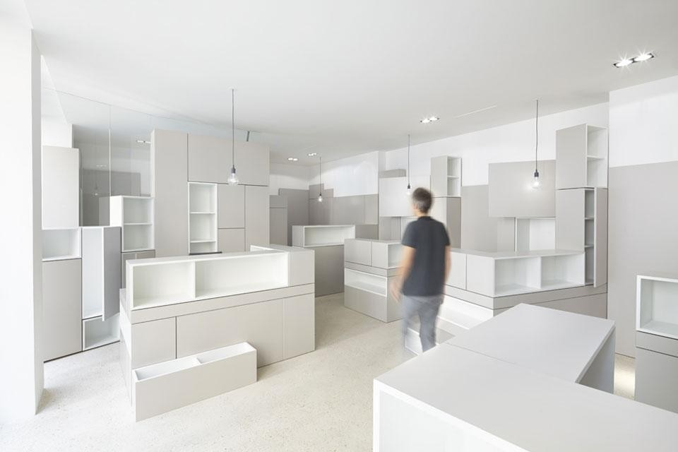 Hypernuit offices domus for Domus building cleaning