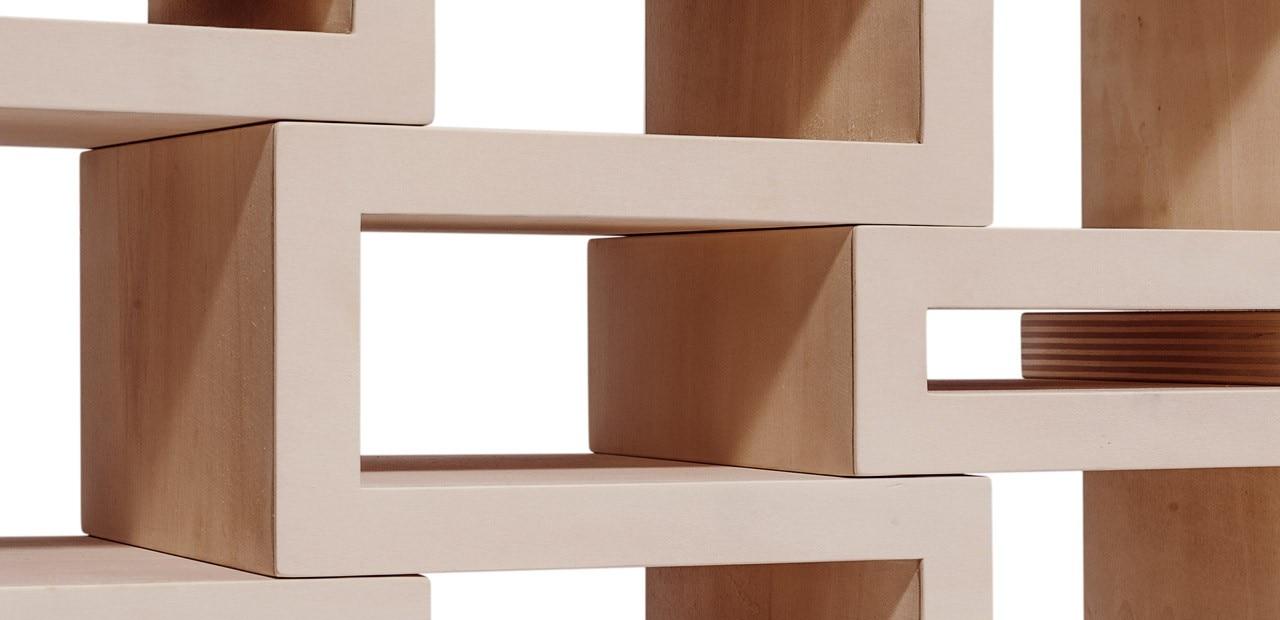 libreria rek junior  domus - reinier de jong ha progettato per suo figlio una libreria composta dacinque parti scorrevoli capace di crescere insieme alla collezione dilibri del