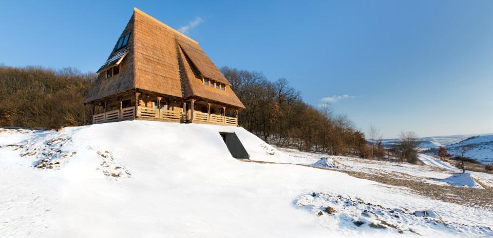 Wooden house in vultureni domus for Casa in legno romania