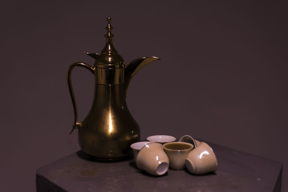Jumairy, Pour the coffee ( صب†القهوة†), performance, coffee pots, cups, 2016 (detail)