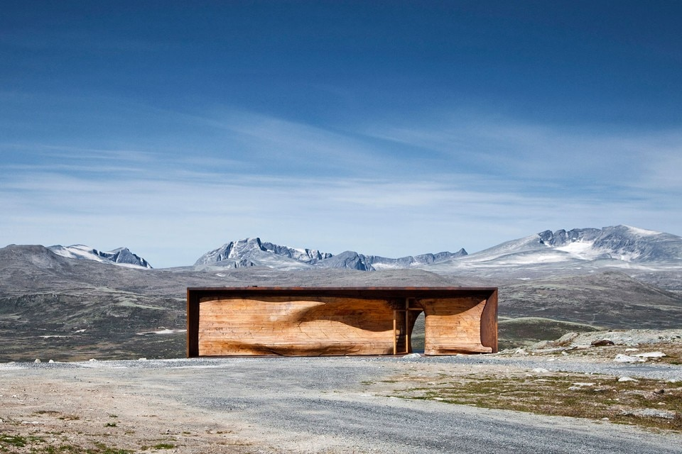 Img.3 Tverrfjellhytta, Norwegian Wild Reindeer Pavilion by  Snøhetta (2009-2011), Hjerkinn, Dovre, Norway. Photo © Ketil Jacobsen