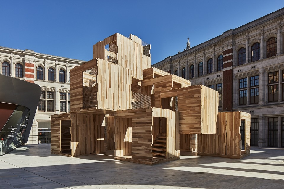 Waugh Thistleton Architects in collaboration with American Hardwood Export Council (AHEC) and ARUP, Multiply, Sackler Courtyard, V&A Museum, London, Unkited Kingdom, 2018. Photo Ed Reeve