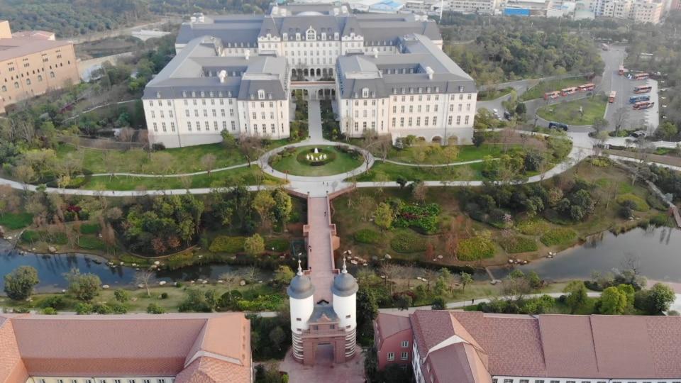 Huawei 39 s mock european campus the phenomenon of china s for Replica mobel deutschland