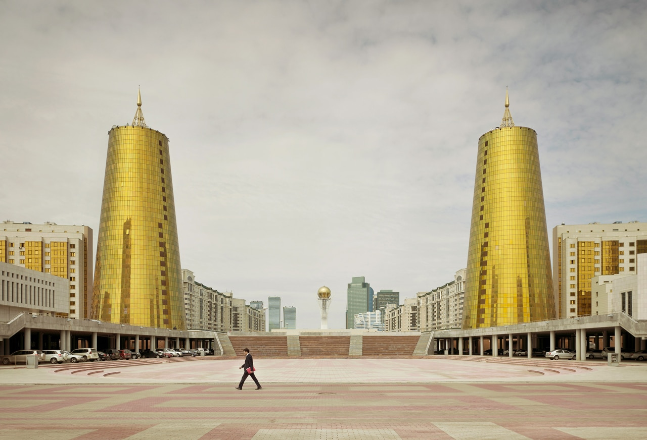 Imperial Pomp - Post Soviet High-Rise fotografie di Frank Herfort