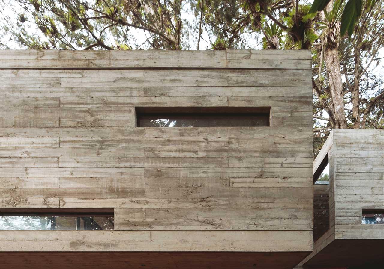 Una casa en el bosque - Casas de madera y cemento ...