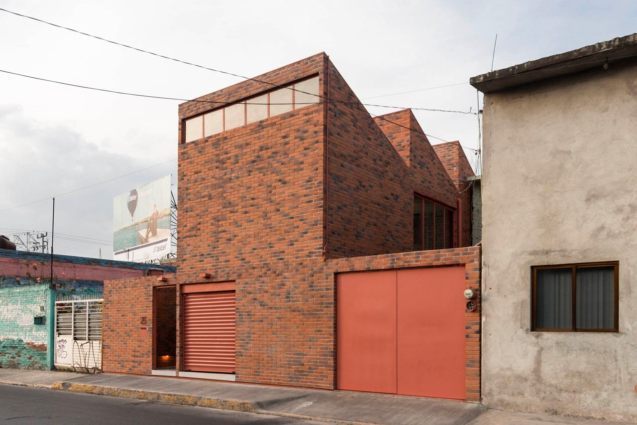 Mexico An Introverted Brick House Domus