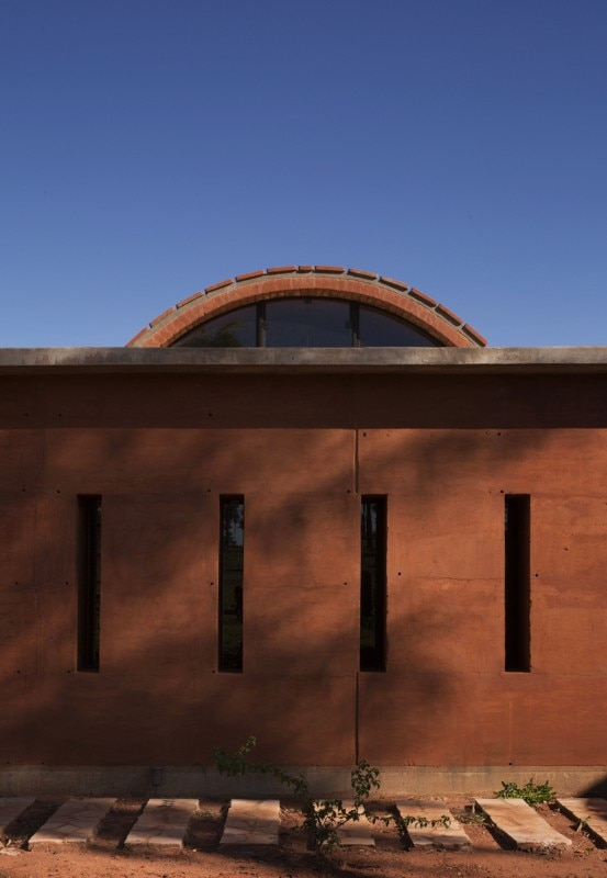 paraguay jos233 cubilla designed a rammed earth house that