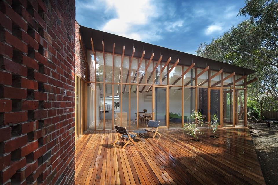 Melbourne una casa di mattoni tra gli eucalipti domus for Piani di casa per i lotti di vista posteriore