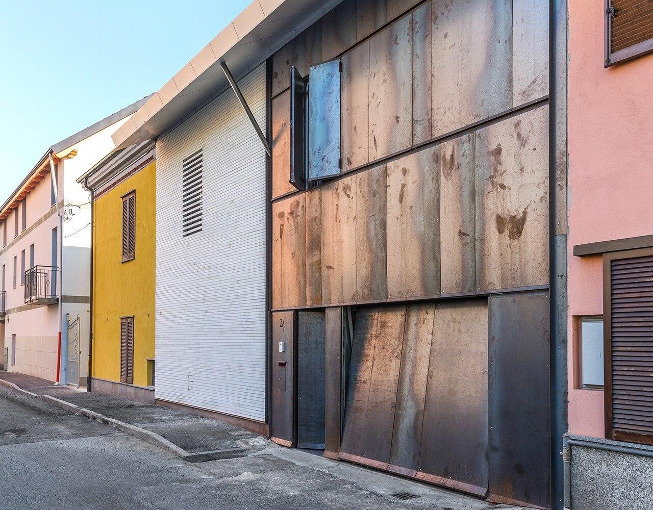 Torino una casa protetta da uno schermo di corten domus for Casa design torino