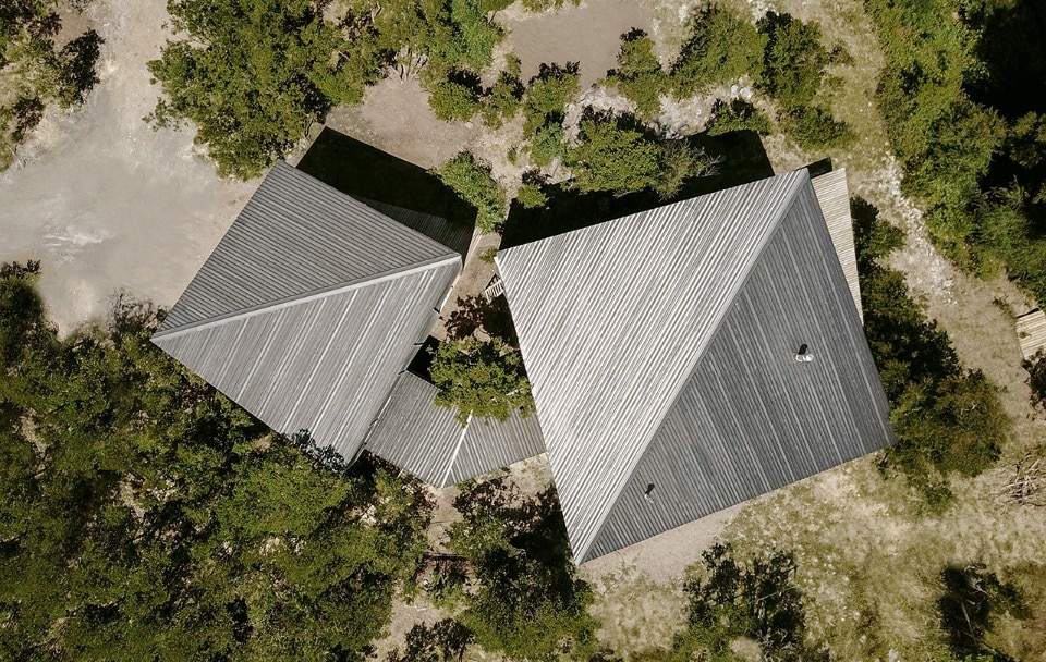 Casa Lago Rupanco, or Split House, Hsu-Rudolphy Arquitectos, Chile, 2018. Photo Ian Hsü