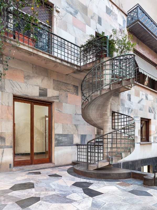 The external staircase of the residence, coming from the Casa del Sabato per gli Sposi pavilion, realized by Portaluppi with BBPR for the V Triennale of Milan (1933). Photos Delfino Sisto Legnani and Marco Cappelletti