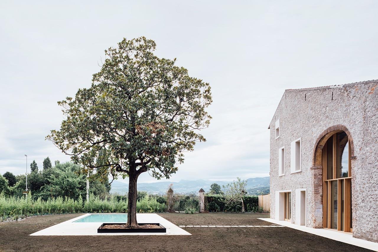 Verona studio wok progetta una casa di campagna in un for Ristrutturare una casa di campagna
