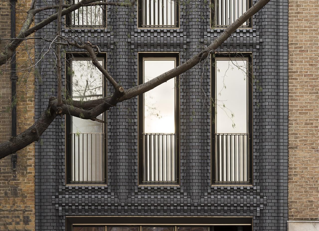 Bureau de change architects uses sculptural black brickwork for