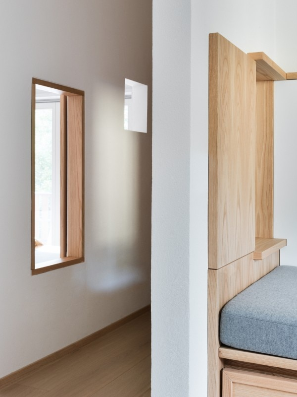 Connections between rooms. Enrico Scaramellini Architect, Ls House, Madesimo, 2018